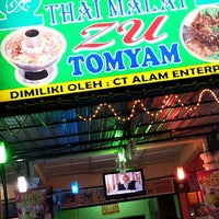 Photo taken at Zu Tomyam Seafood by mr. f. on 2/22/2013