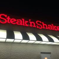 Photo taken at Steak 'n Shake by Jeremiah R. on 5/4/2014