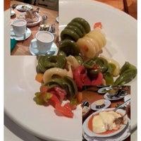 Photo taken at Sena 22 Restaurante by Lía Rith M. on 3/8/2014