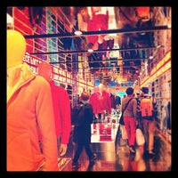 Photo taken at UNIQLO 5th Ave by Varick R. on 10/19/2012