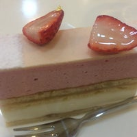 Photo taken at Patisserie l'abricotier by NOBUYASU M. on 1/17/2016