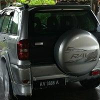 Photo taken at Car Wash Depan Wira Gaya by Bob E. on 10/18/2012