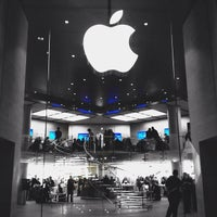 Photo taken at Apple Carrousel du Louvre by Anil P. on 11/28/2012