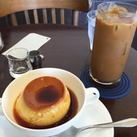 Photo taken at cafe 琥珀 by クロネコ 2. on 8/16/2015