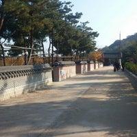 Photo taken at 월미공원 by 송영호 on 11/1/2014