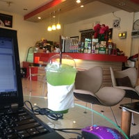 Photo taken at Coffee Me by Sujitporn Coffee & Bakery House by Note Lunla on 8/19/2016