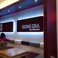 Photo taken at 貢茶(공차) / GONG CHA by youngchul b. on 9/15/2013
