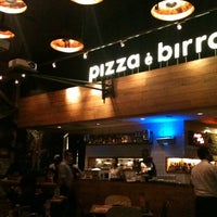 Photo taken at Pizza é Birra by Leianne Kindred P. on 3/18/2012