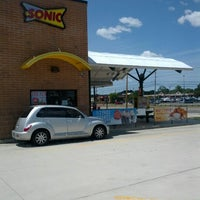 Photo taken at SONIC Drive In by d R. on 6/26/2012