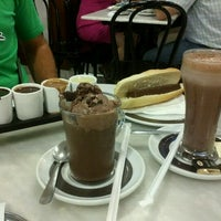 Photo taken at Chocolateria Valor Zaragoza by Marivi G. on 8/4/2012