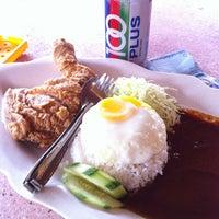 Photo taken at Ming Tien Food Court (明天美食中心) by Wayne H. on 2/14/2012