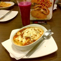 Photo taken at Pizza Hut by Andika S. on 7/27/2012