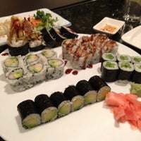 Photo taken at Fujiyama Sushi and Hibachi Grill by Ozzy on 8/14/2012