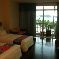 Photo taken at Pattaya Discovery Beach Hotel (D-Beach) by worwit r. on 6/16/2012