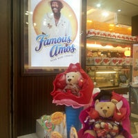 Photo taken at Famous Amos by Afiq Z. on 6/2/2016