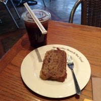 Photo taken at The Coffee Bean & Tea Leaf by Imma F. on 2/15/2013