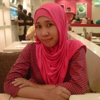 Photo taken at Pizza Hut by doowhee c. on 9/20/2014