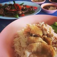 Photo taken at พังกี่ ข้าวมันไก่ by Toomja P. on 11/16/2014