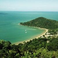 Photo taken at Praia de Laranjeiras by Clau S. on 1/12/2013