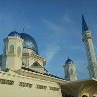 Photo taken at Masjid Abdullah Fahim by Aiman Zhafransyah on 10/30/2012