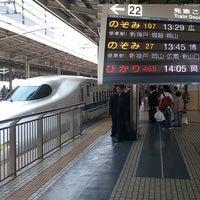 Photo taken at JR新大阪駅 21-22番ホーム by tuji.jp (. on 5/16/2013