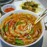 Photo taken at Viet Pho & Grill by ALAN A. on 10/23/2015
