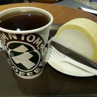 Photo taken at TOM N TOMS COFFEE by Sasha K. on 10/9/2015