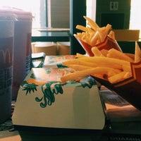 Photo taken at McDonald's by Yuki L. on 9/27/2016