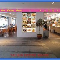 Photo taken at Tai Sun Eating House 大山美食中心 by Chai M. on 4/22/2014