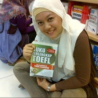 Photo taken at Gramedia by Efi Dika Lutfiyana on 4/27/2013