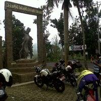 Photo taken at Gunung Gumitir by Mukhlasin on 8/15/2013