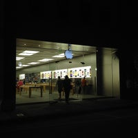 Photo taken at Apple King Street by David W. on 9/7/2013