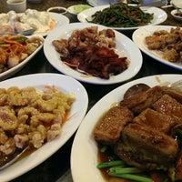 Photo taken at Furama Chinese and Live Seafood Restaurant by Gunawan H. on 2/8/2014
