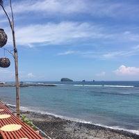 Photo taken at Le - Zat Beach restaurant by Kimeon92 on 9/28/2016