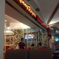 Photo taken at Kenny Rogers Roasters by Novedial H. on 3/15/2013