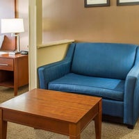 Photo taken at Comfort Suites by Yext Y. on 6/14/2016