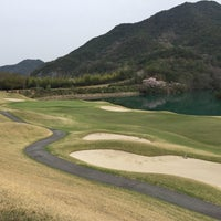 Photo taken at ゴールデンバレーゴルフ倶楽部 by おれおわた on 4/10/2016