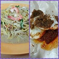 Photo taken at Hougang 105 Hainanese Village Centre (Lorong Ah Soo Food Centre) by Christina L. on 2/18/2016