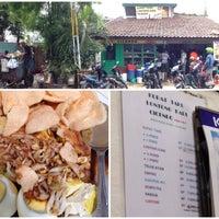 Photo taken at Kupat Tahu Lontong Kari Cicendo (sejak 1967) by infojogja on 12/28/2014