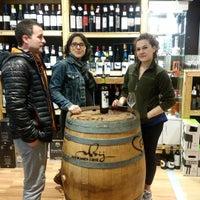 Photo taken at Álava de la Cruz by Elena Y Argeo Winelovers on 4/30/2016