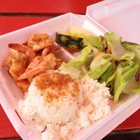 Photo taken at Macky's Shrimp Truck by Takahiro M. on 9/2/2012
