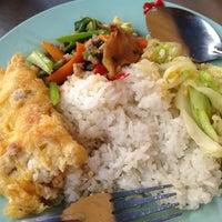 Photo taken at ข้าวแกงศาลาแดง by Audi S. on 8/15/2012