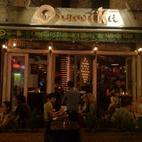 Photo taken at Organika - Organic Bar & Kitchen by Jairo B. on 9/8/2012