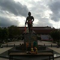 Photo taken at Phraya Pichai Dab Hak Monument by (◡Tumty◡💉) I. on 7/21/2012