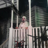 Photo taken at Haunted Mayfield Manor by Kevin M. on 5/18/2012