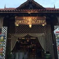 Photo taken at Rumah Tamu Datin Halijah @ Naili's Place Sentul by Nadiaziz  on 6/27/2016
