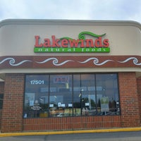 Photo taken at Lakewinds Natural Foods by Ole K. on 7/9/2015
