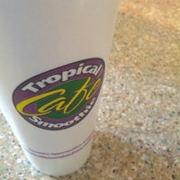 Photo taken at Tropical Smoothie Cafe by Leo H. on 7/18/2013