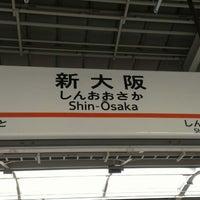 Photo taken at JR 新大阪駅 25-26番線ホーム by 獅堂 憂. on 2/27/2013