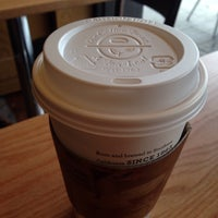Photo taken at The Coffee Bean & Tea Leaf by SH J. on 1/18/2015